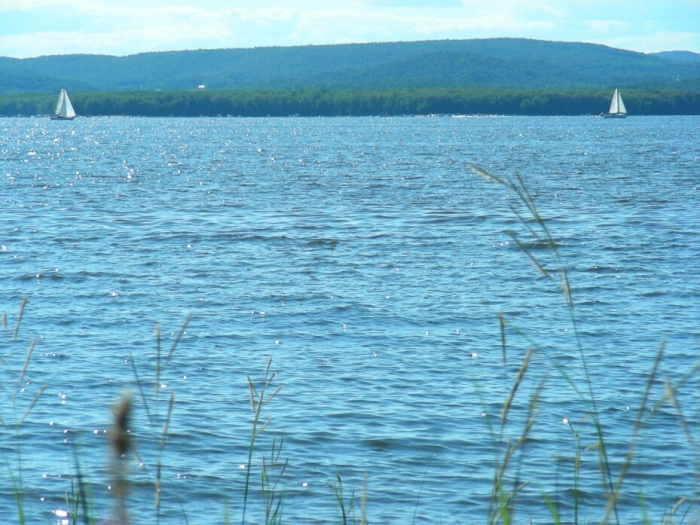 Lac des Deux-Montagnes... ou des Deux-Voiliers? ;-) (photo: Carle Bernier-Genest)