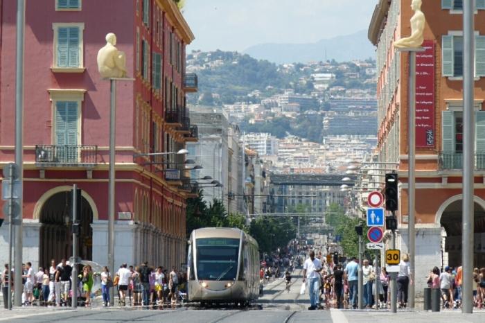 Le tramway et l'Avenue Jean-Médecin