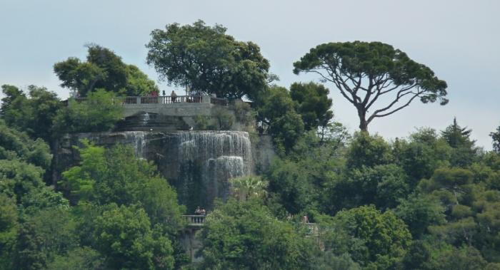 La cascade et le belvédère où tu te trouves présentement!