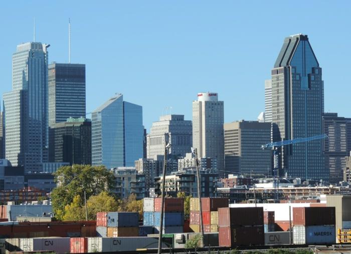 les marchandises de Pointe St-Charles, les nouvelles habitations de Griffintown, et les grattes-ciel du Centre-Ville