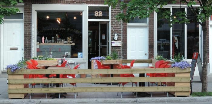 la terrasse du bar Notre-Dame-des-Quilles